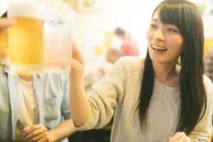 【姫路】結婚相談所 ロビンソン・パートナーズ【神戸】乾杯する女性