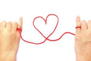 【姫路】結婚相談所 ロビンソン・パートナーズ【神戸】指と指で毛糸ハート